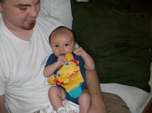 bébé adéquatement positionné pour faciliter la digestion